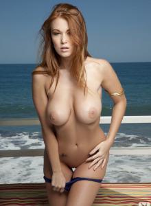 Beach beauty Leanna Decker