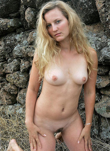 Hairy pussy sexy Milla outside