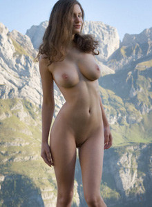Busty goddess Susann in Alpengluehen