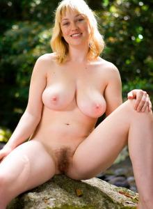 Blonde Anneke got sweet boobies