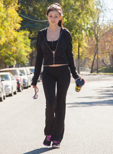 Adolisca Cooley is outdoor in tight black bra and pants