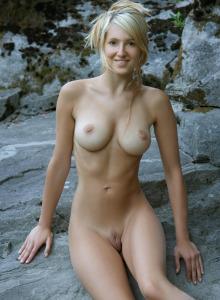 Beautiful sexy Corinna nude on the rocks