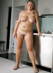 Big boobs Daisy with hairy beaver poses in the kitchen