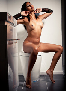 Glamour latin lady Zasha remembers sex in toilet