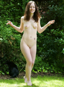 Sexy chick Lucille have fun nude at the nature