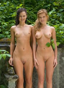 Sexy nude Helena and Nicci