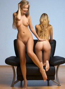 Shaved pussy babes Corinna and Kinga